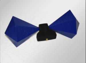 Mittels einer bikonischen Antenne wird eine Fahrzeuginnenraummessung durchgeführt und dokumentiert