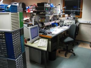 Auf diesem Funkmessplatz werden überwiegend Funkmeldeempfänger repariert.